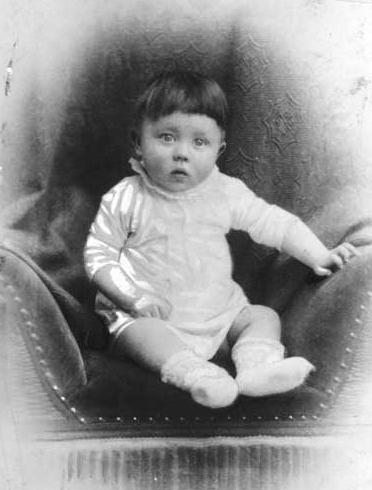 Adolf_Hitler_Childhood_Photos-{1}